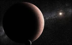 Quelle est cette planète naine possédant deux satellites naturels ?