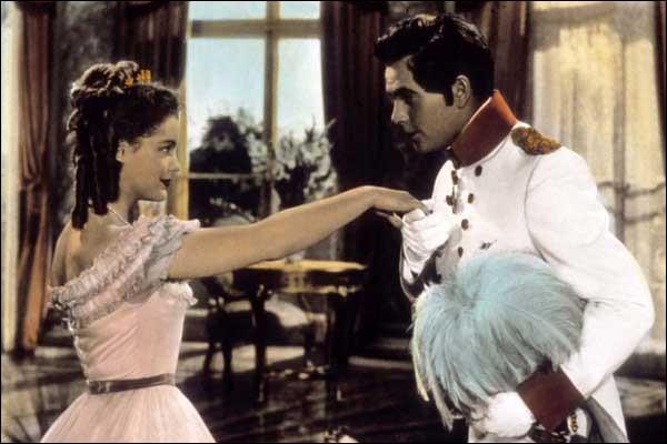 """Quelle reine du Royaume-Uni de Grande-Bretagne et d'Irlande était incarnée par Romy Schneider dans le film """"Les jeunes années d'une reine ?"""