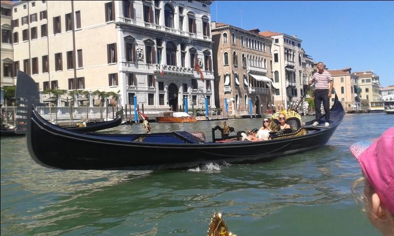 Question de bienvenue, comment s'appelle l'embarcation mythique de Venise ?