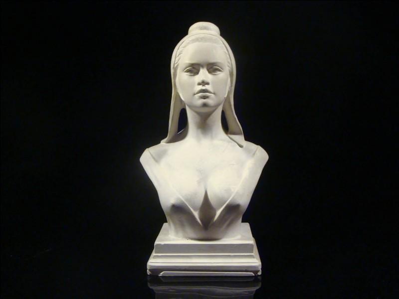Le sculpteur Aslan a réalisé en 1968, le buste de Marianne avec l'actrice Brigitte Bardot (photo ci-contre) comme modèle. Pour quelle autre activité est-il connu ?