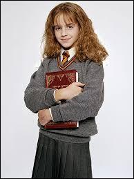 Près de quelle salle Hermione est-elle pétrifiée lors de sa seconde année ?