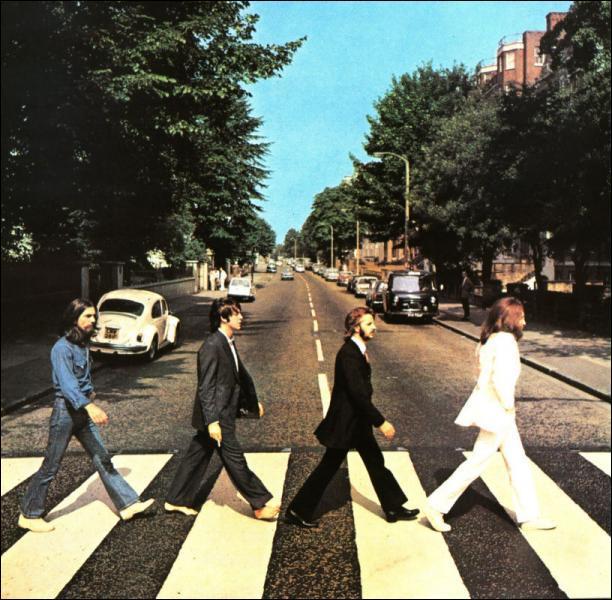 Les ''Beatles'' sont tous en train de traverser une rue sur cet album. Quel est le nom de cet album?