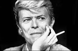 """Né le 8 janvier 1947 en Angleterre, il fut un grand chanteur et auteur-compositeur. On se souviendra longtemps de lui, surtout de cette musique : """"Modern Love"""", parmi tant d'autres.Il mourut le 10 janvier 2016 d'un cancer, à l'âge de 69 ans, à New York aux U.S.A."""