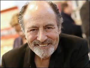 """Grand auteur-compositeur-interprète français, né le 26 janvier 1946. Ses chansons sont très connues dans le répertoire français, comme """"Pour un flirt"""" ou bien encore """"Le Chasseur"""".Il décéda le 2 janvier 2016 à Puteaux, à l'âge de 70 ans."""