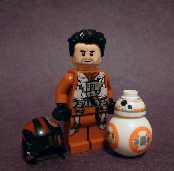 Comment s'appelle le droïde de Poe Damerone ?