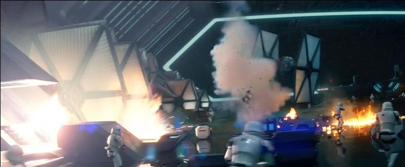 Je suis un vaisseau de l'Empire, ma mission est de détruire les vaisseaux rebelles, quel est mon nom ?