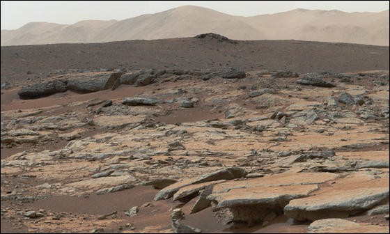 Combien de satellite(s) naturel(s) possède la planète Mars ?