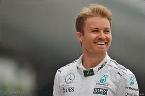 Quel stratégie Nico Rosberg choisi-t-il d'adopter en vue de la fin de la saison ?