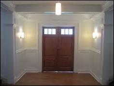 Laquelle de ces pièces d'une maison est généralement située à l'entrée ?