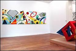 Dans le domaine de l'art contemporain, que désigne une pièce ?