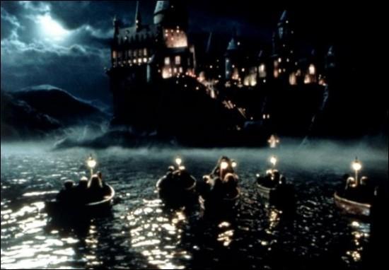 Quels élèves se trouvent sur ces barques ?