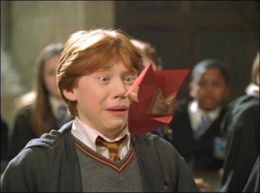 Pourquoi Ron reçoit-il une beuglante ?