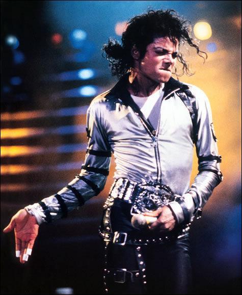 Cette photo a été prise a un concert de Dangerous Tour en quelle année a-t-elle été prise ?
