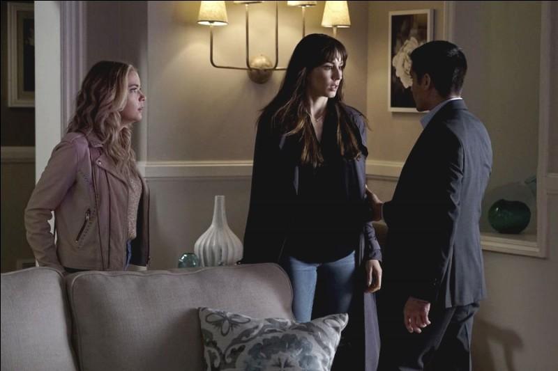 Que vont faire Spencer et Hanna à la fin de l'épisode ?