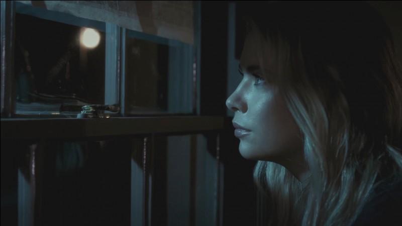 Que fait Hanna à la fin de cet épisode ?