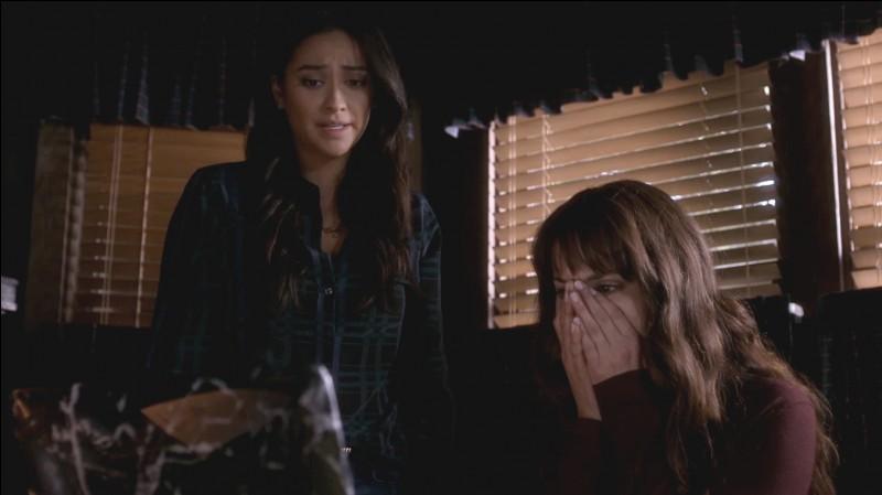 Que découvrent Spencer et Emily dans cet épisode ?
