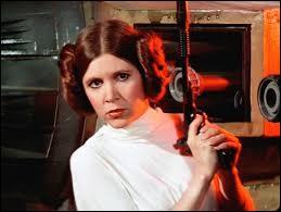 """Cette actrice est connue pour avoir incarné le personnage de Leia Skywalker dans la saga """"'Star Wars"""", il s'agit de..."""