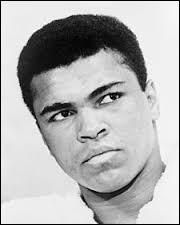 Ce sportif s'est illustré comme champion du monde de boxe, il s'agit de...