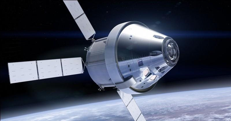 Quel nom porte le vaisseau spatial sur lequel la NASA poursuit des travaux durant 2017 ?
