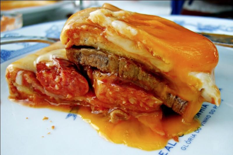"""Dans quel pays mangerez-vous une préparation faite de pain de mie, de viande, de saucisses, avec du fromage fondu et de la sauce piquante, appelée """"petite française"""" selon la traduction ?"""