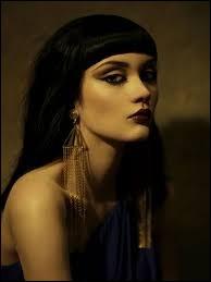 Femme du grand Ramsès II, faisant l'objet d'un culte après sa mort. Qui est-elle ?