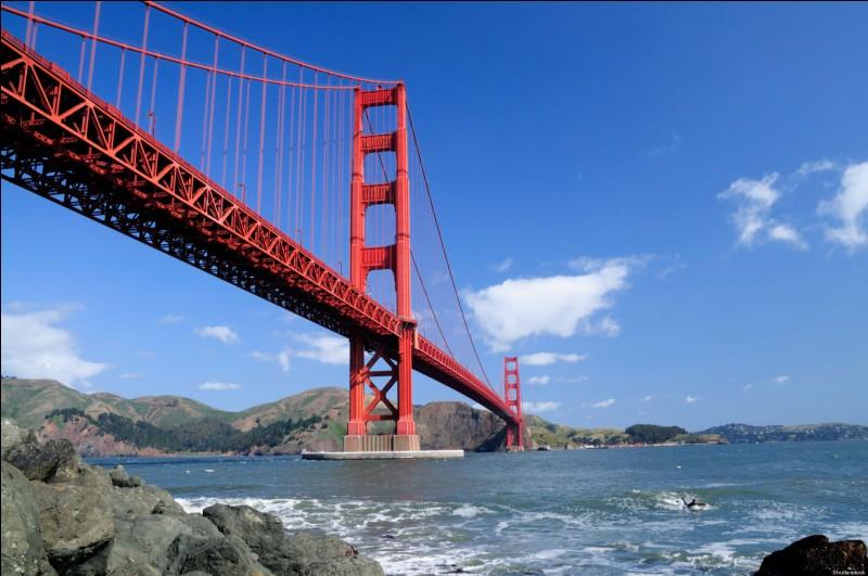 """Le Golden Gate Bridge est le célèbre pont suspendu de San Francisco : qu'est-ce que le """"Golden Gate"""" ?"""