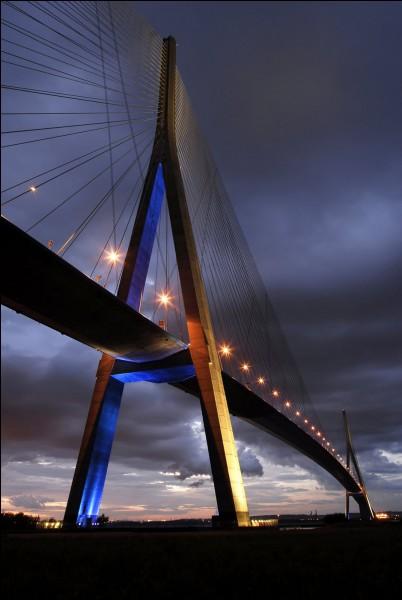 Le pont de Sutong est un pont à haubans franchissant le fleuve Yangtsé : dans quel pays se situe ce pont ?