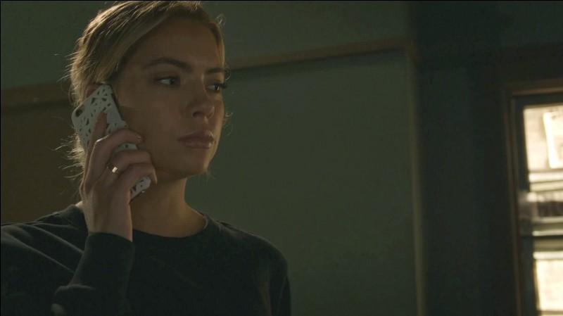 Qui Hanna appelle-t-elle pour l'aider ?