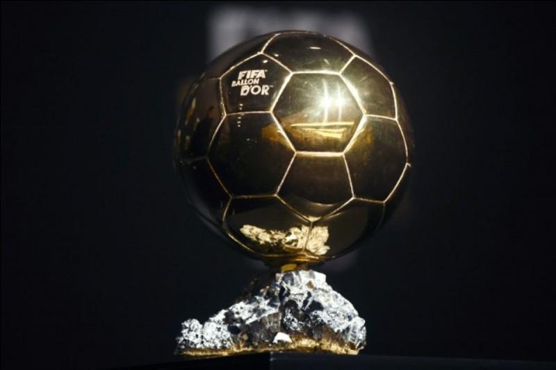 Il a remporté 5 fois le Ballon d'or, il s'appelle :