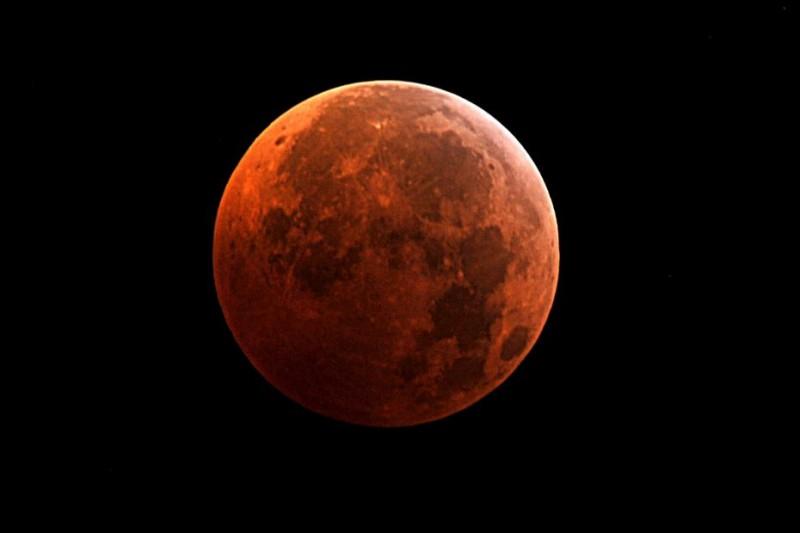 Qu'appelle-t-on la planète rouge ?