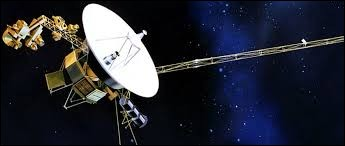 En quelle année, la sonde spatiale Voyager 1 fut-elle lancée dans l'espace pour étudier les planètes externes du Système solaire ?