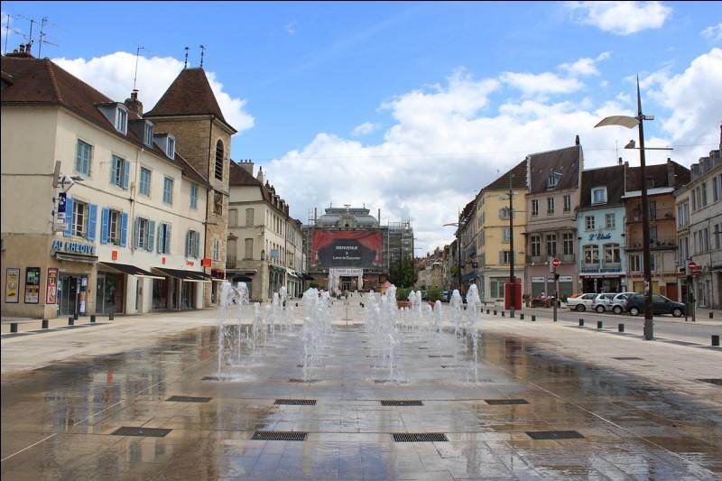 Quelle ville est la préfecture du Jura ?