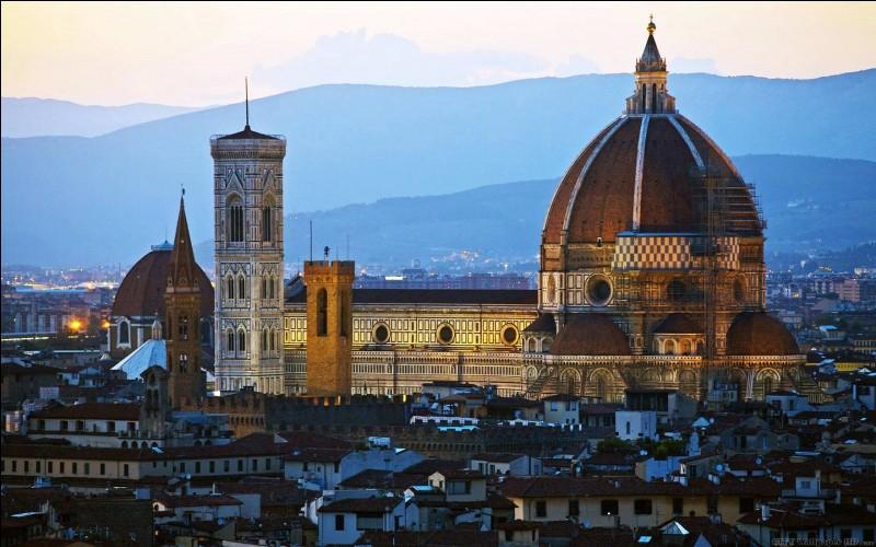 Mais histoire de découvrir l'une des plus belles cathédrales d'Italie, pourquoi ne sélectionnerait-elle pas Santa Maria del Fiore ?
