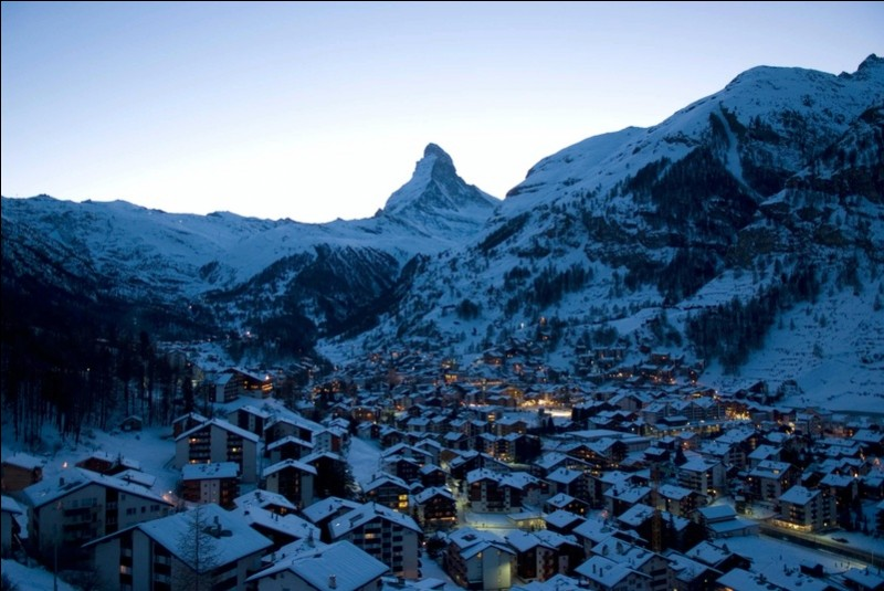 Et si, profitant de la neige, elle optait pour passer un week-end dans cette prestigieuse station de ski du canton du Valais en Suisse !