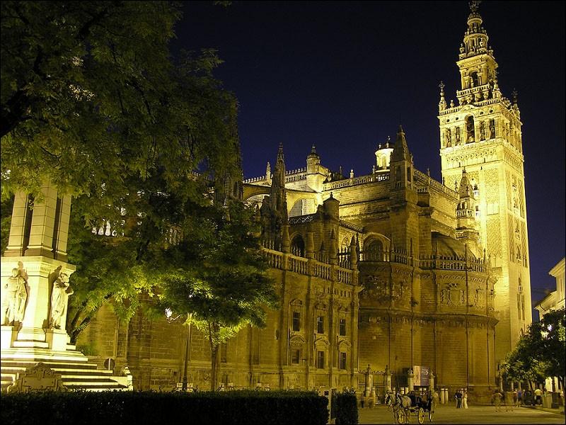 """Elle pourrait aussi profiter de la douceur du climat de cette merveilleuse ville andalouse où est édifiée la célèbre cathédrale """"La Giralda"""" :"""