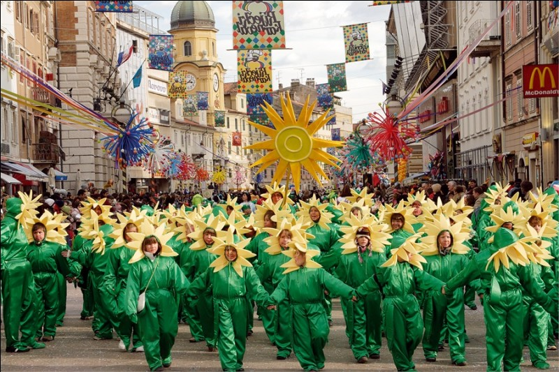 Mais du 17 janvier au 1er mars, pourquoi ne pas aller assister à ce magnifique carnaval dans cette ville portuaire du nord de la Croatie ?