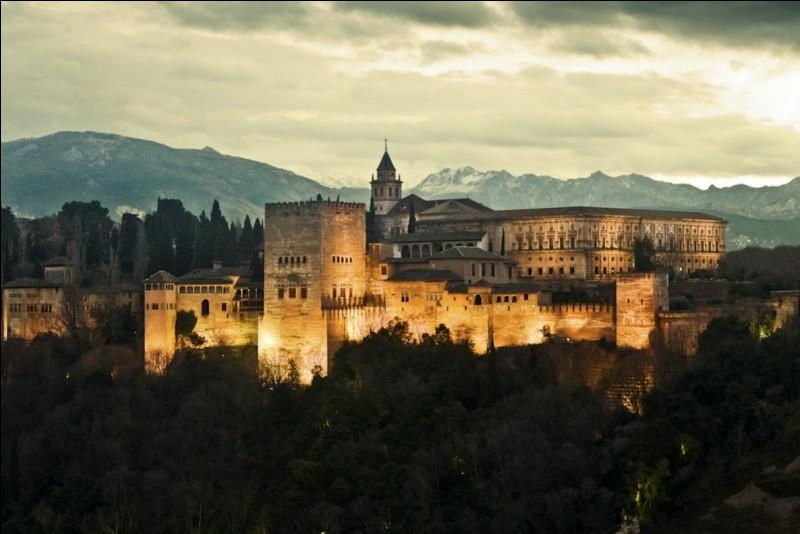 Elle pourrait aussi fixer son choix sur la visite de l'Alhambra :