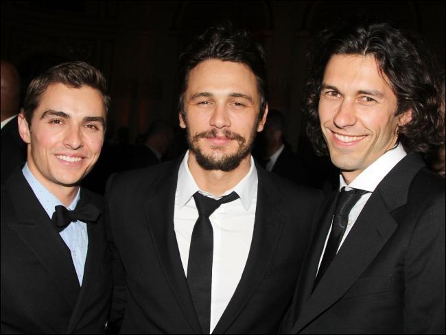 Quel est le prénom de ses deux petits frères ? (Dave est à gauche !)