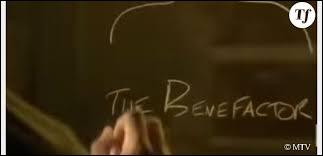 Dans la saison 4 qui est le Bienfaiteur ?