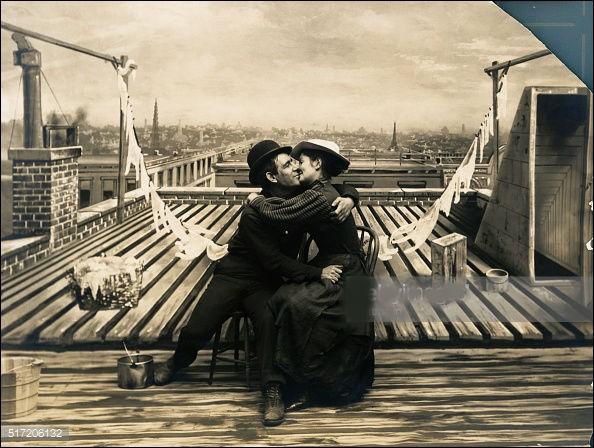 """Complétez la chanson d'Albert Préjean, interprétée par Berthe Sylva : """"Sous les toits de Paris, tu vois ma p'tite ...."""""""