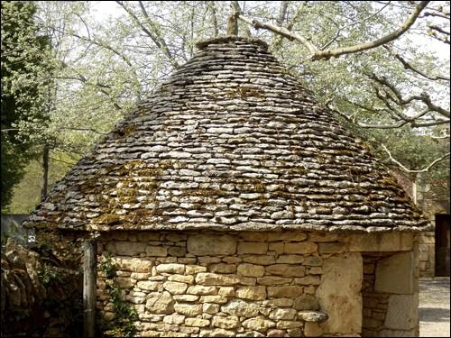 De quoi ce toit est-il recouvert ?