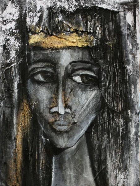 Dans quelle ville est vénérée traditionnellement la Vierge noire nommée Sara ?