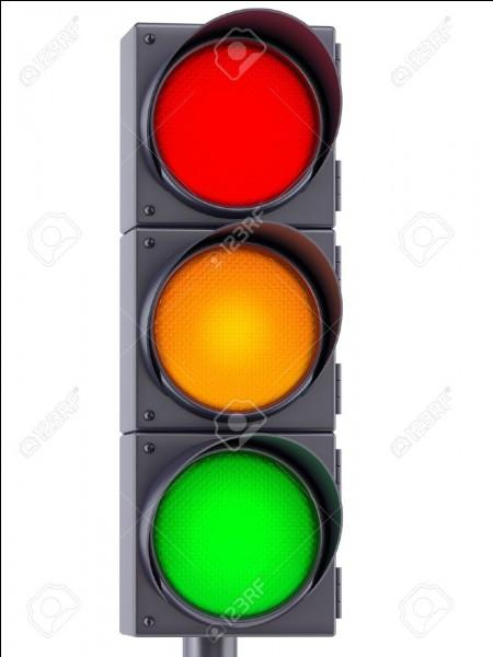 J'ai le droit de rouler au feu rouge.