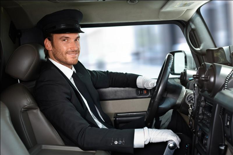 Quand un chauffeur est champion, il appuie sur quoi (dans la chanson) ?
