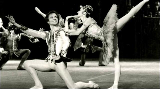 """N - Le danseur étoile Rudolf """"Noureev"""" est né à bord du Transsibérien le 17 mars 1938."""