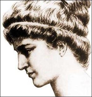 Qui est cette femme au profil de toute beauté et à la tête bien faite ?