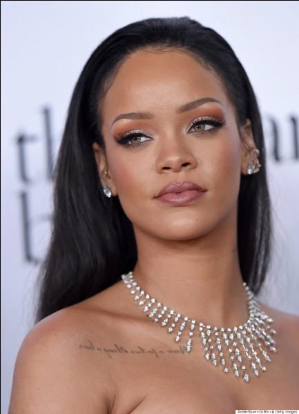 Comment la mère de Rihanna se nomme-t-elle ?