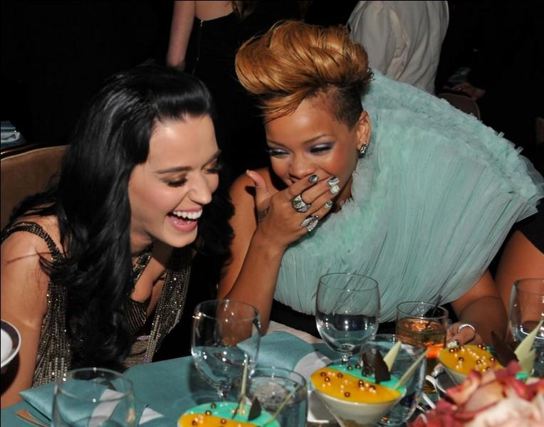 Rihanna été la demoiselle d'honneur lors du mariage de...