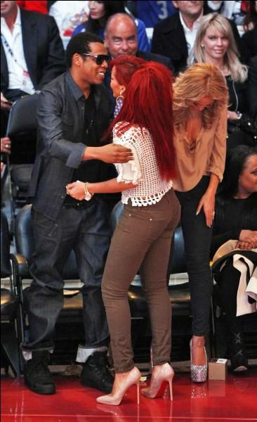 Lequel de ces rappeurs considère Rihanna comme sa petite sœur ?