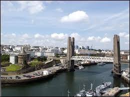 Dans son poème « Barbara », Jacques Prévert parle d'une ville. Laquelle ?